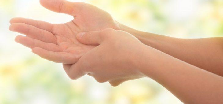 Dor nas mãos: quais são as causas e como prevenir esse incômodo?