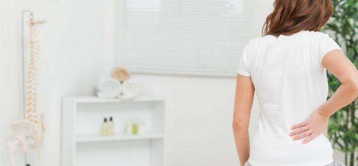 Coluna travada: entenda os sintomas e o que fazer para melhorar
